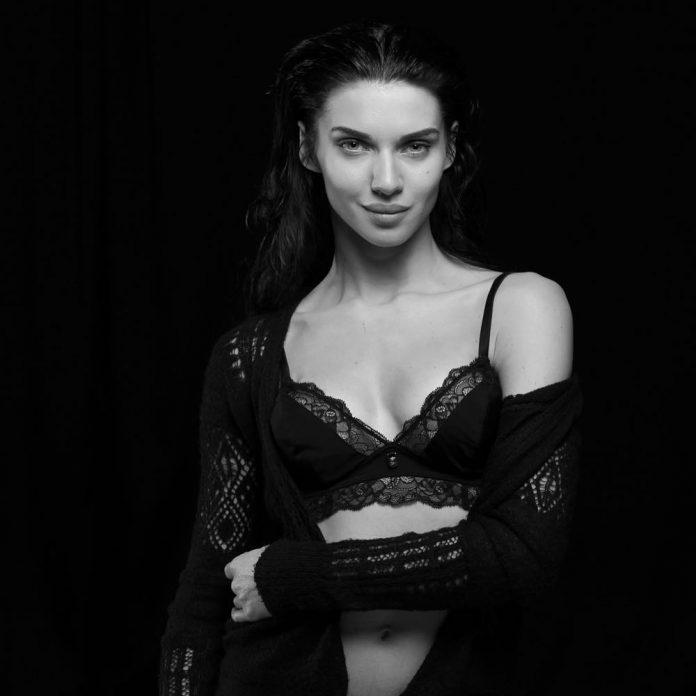 Scarlett Mellish