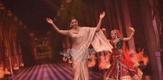 Deepika Padukone promotes Padmavati on sets of Super Dancer – PHOTOS
