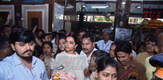 Deepika Padukone offers prayers at Siddhivinayak temple