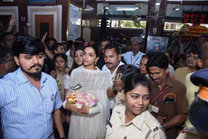 Deepika Padukone Siddhivinayak-3