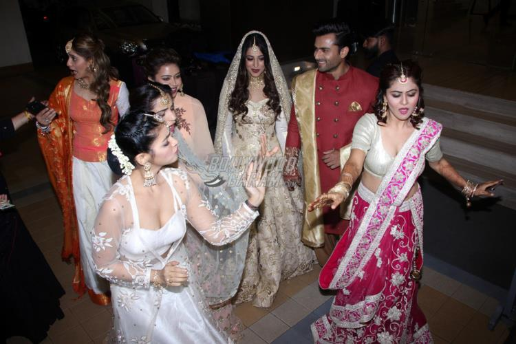 JUST IN! Dipika Kakar & Shoaib Ibrahim Look STUNNING At Their Reception Party!