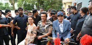 Dharmendra launches official trailer of Yamla Pagla Deewana Phir Se