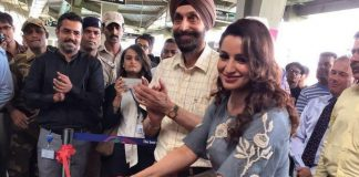 Tisca Chopra inaugurates metro train in Mumbai