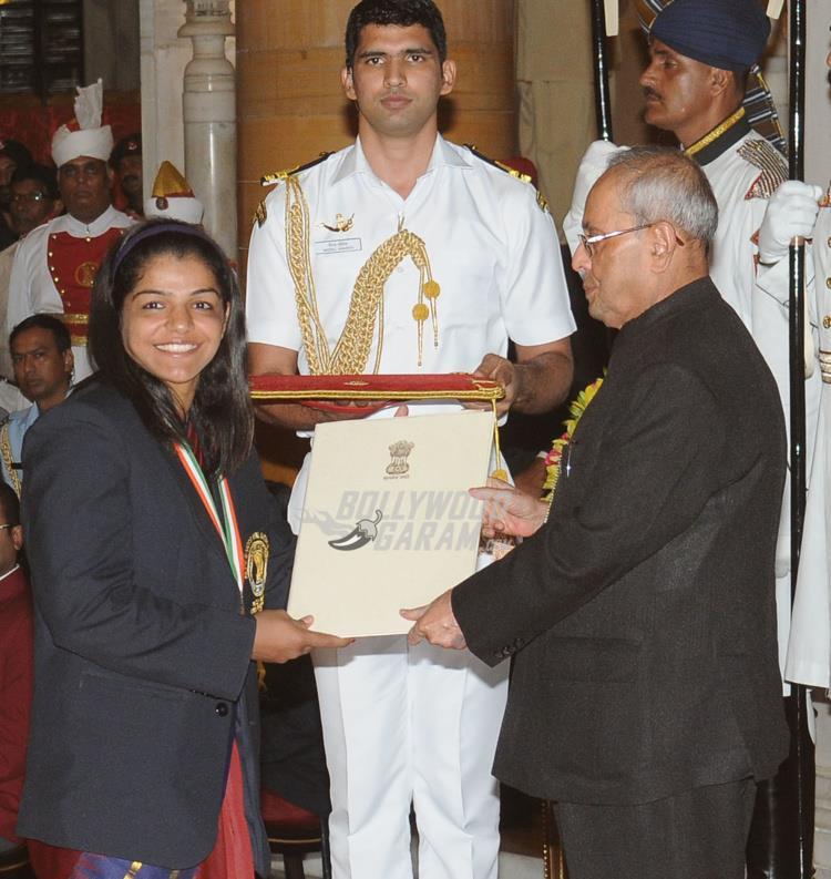 PV Sindhu, Sakshi Malik and Dipa Karmarkar receive Khel Ratna